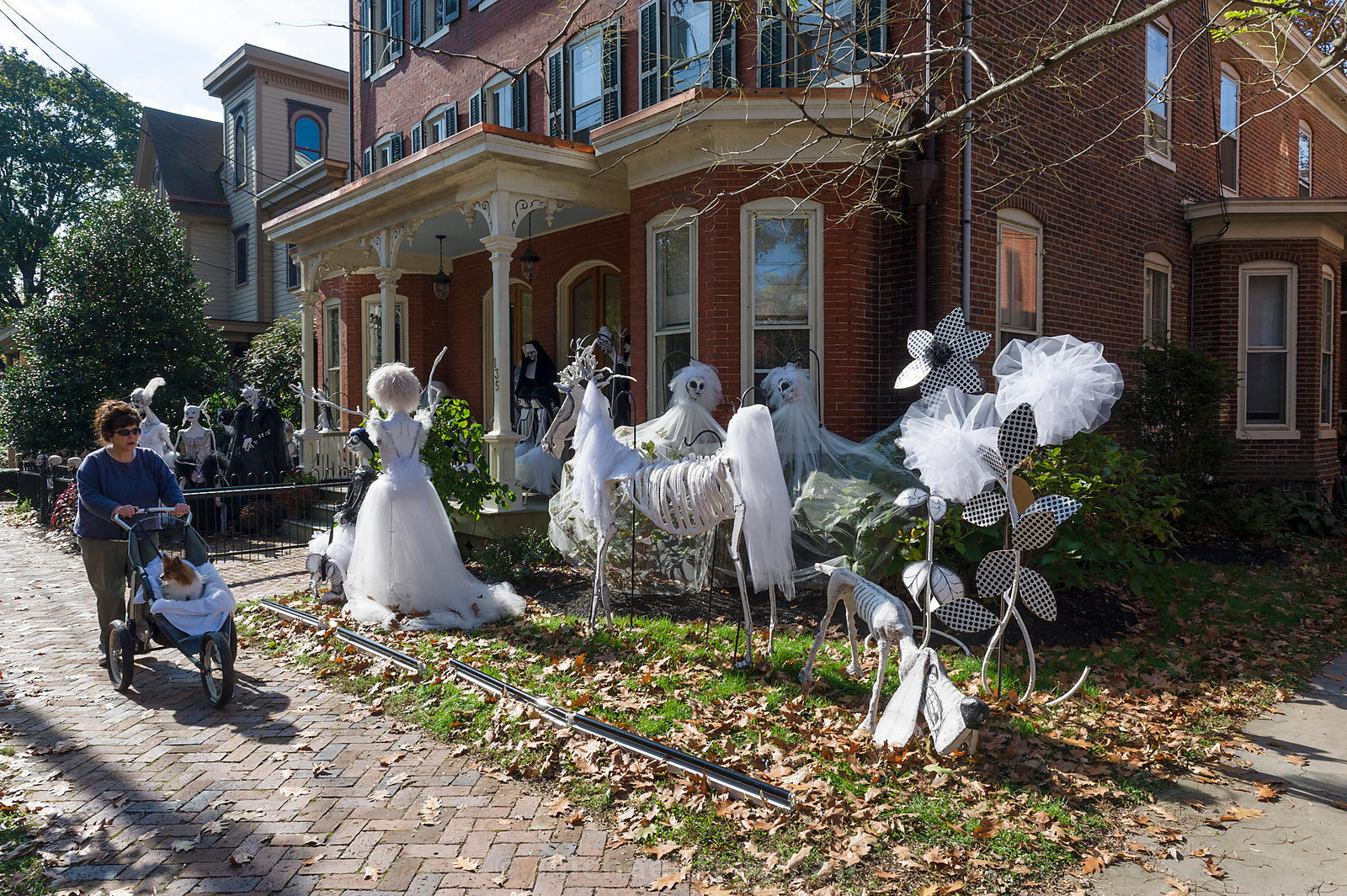 Scary homemade halloween yard decorations - Halloween In Lambertville Image 5 Of 10