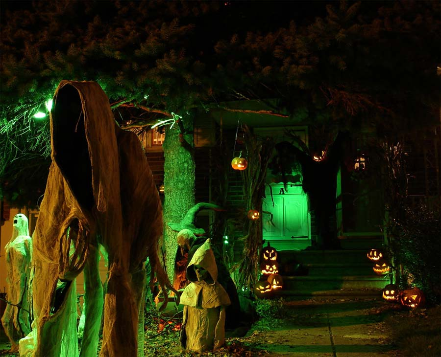 Spooky Mansion Pumpkin Halloween Yard Haunter Decorations (Image 8 of 10)