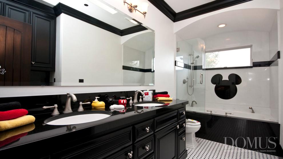 Mickey Mouse Theme Bathroom Interior (Image 4 of 8)