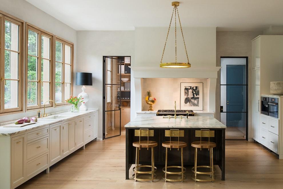 Basic Classic Kitchen Design (Image 3 of 16)