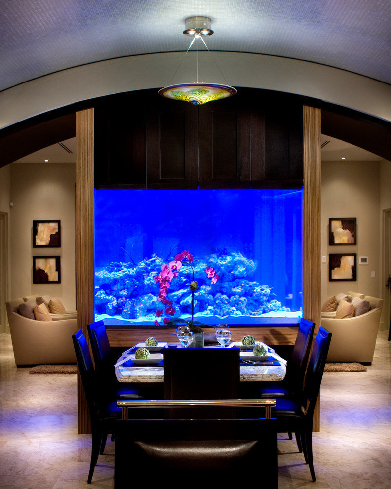 Beauty Aquarium To Separate Dinning Room And Living Room (Image 3 of 21)
