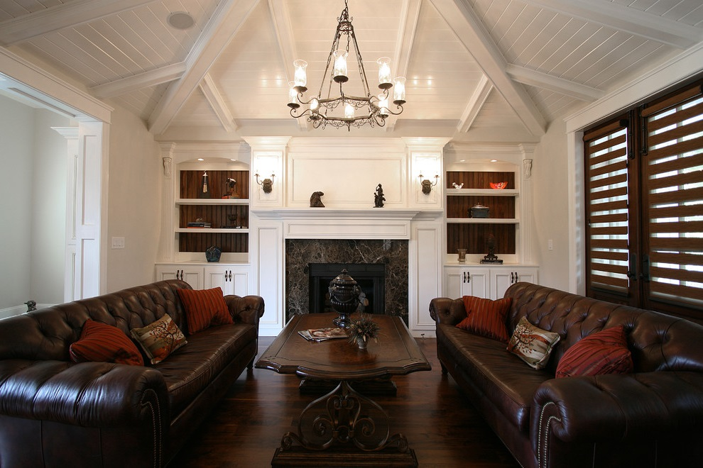 Classic Sofas Arrangement For Living Room (View 17 of 18)