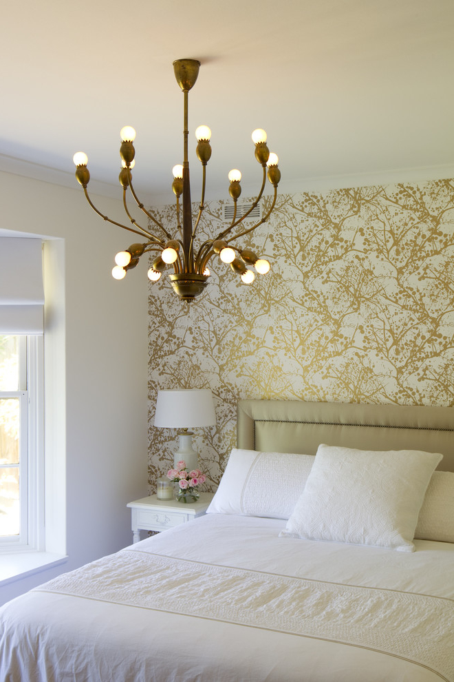 Comfortable White Bedroom With Decorative Wall (View 16 of 22)
