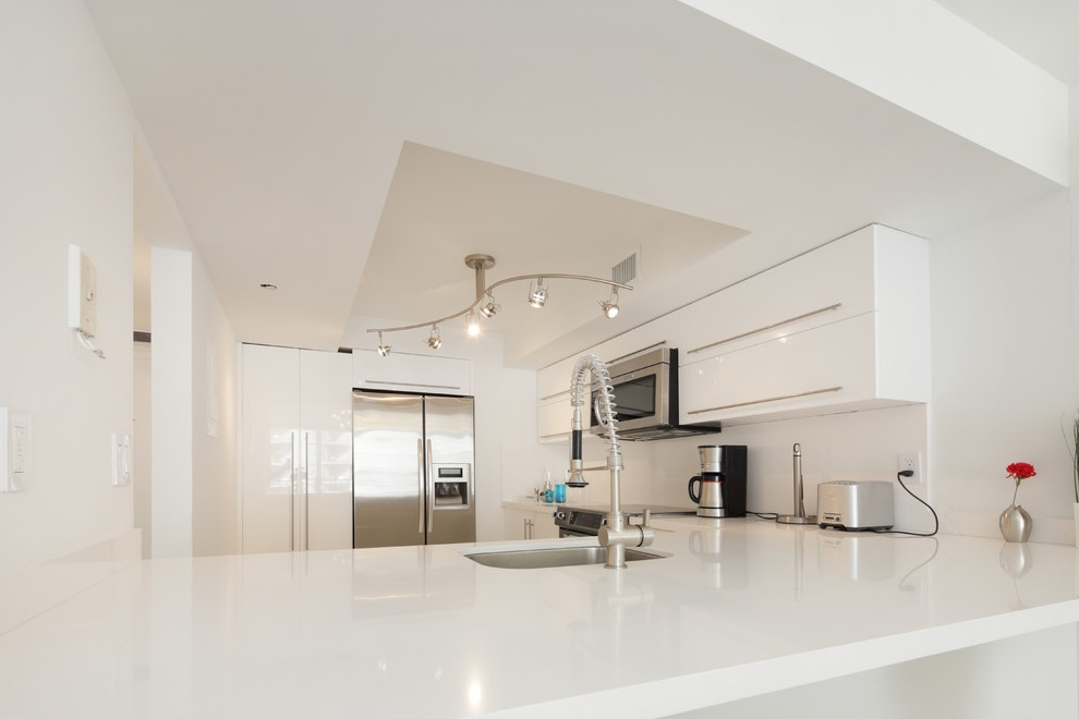 Contemporary Kitchen Apartment in White Decor