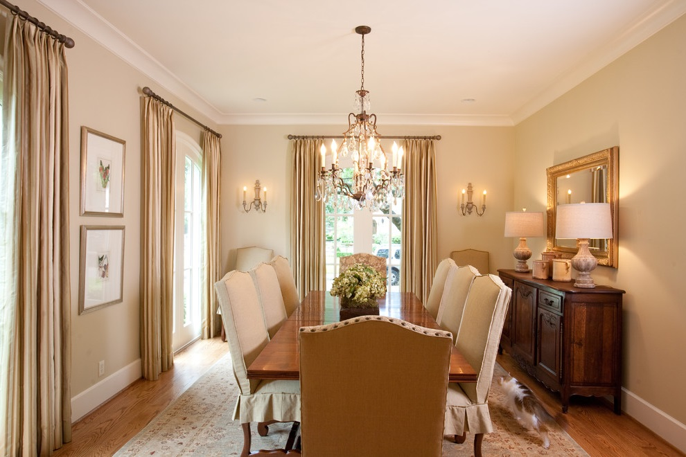 Country Dining Room With Classic Nuance (Image 6 of 17)