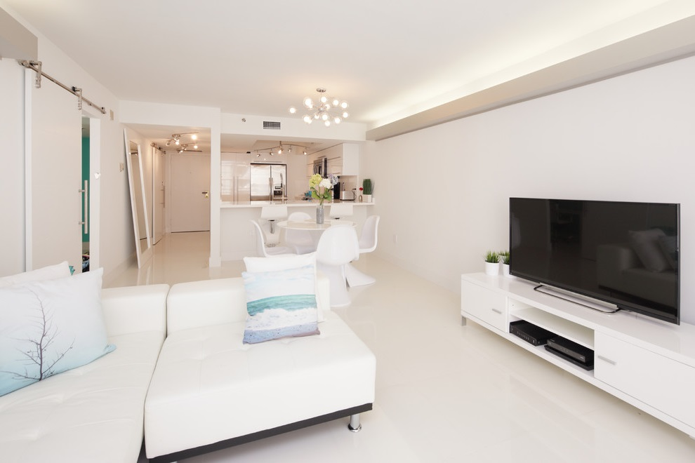 Modern White Spacious Living Room Apartment (Image 8 of 16)