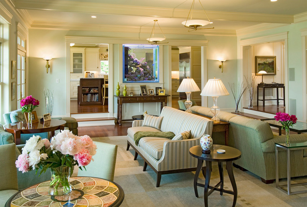 Traditional Living Room With Beauty Fish Tank Aquarium (Image 17 of 21)