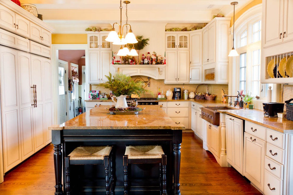 Victorian Kitchen With Wooden Furniture (View 11 of 18)