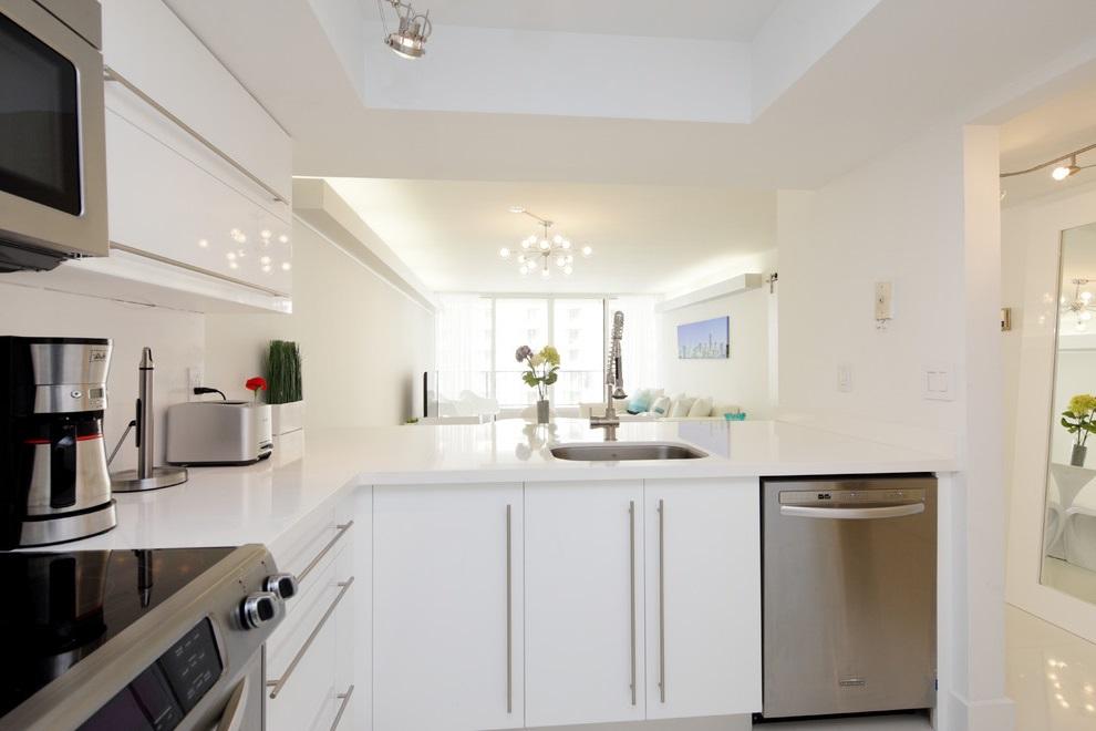 White Kitchen Apartment Interior Decoration (Image 16 of 16)