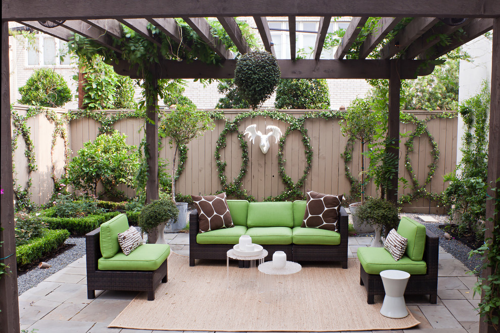 Green Garden Decor With Animal Sculpture Decoration (Image 8 of 12)