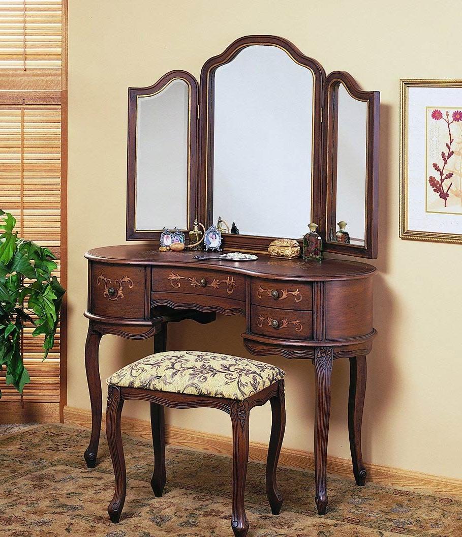 Pretty Brown Floral Ara Rug With Antique Wooden Vanity Table Set Plus Three  Folding Mirror Also - Pretty Brown Floral Ara Rug With Antique Wooden Vanity Table Set