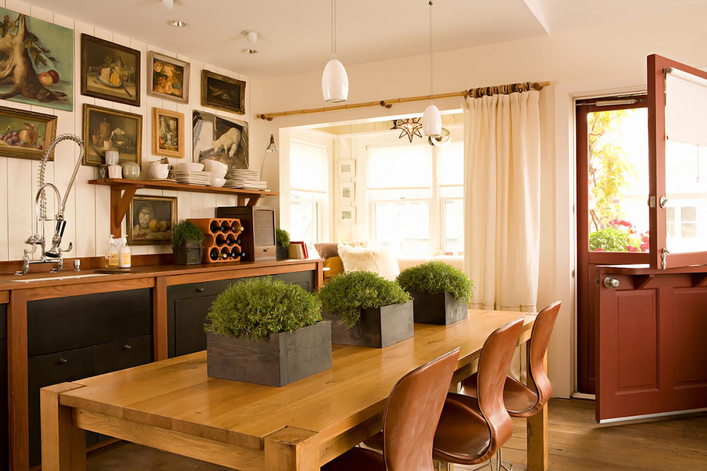Kitchen Design In Warm Shades With Impressive Decoration (View 31 of 31)
