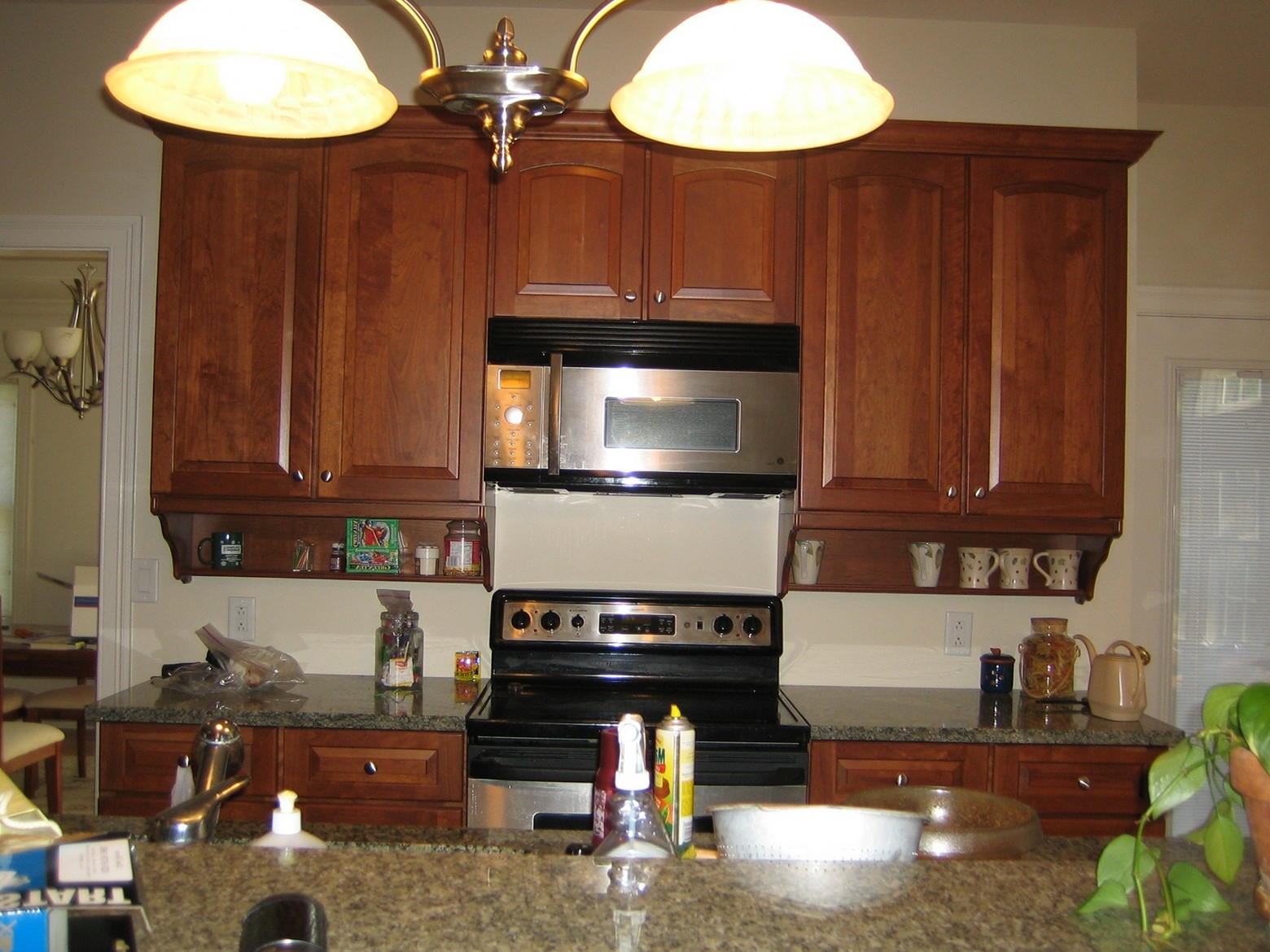 Kitchen Cabinets With Artistic Pendant Lamp (View 20 of 38)