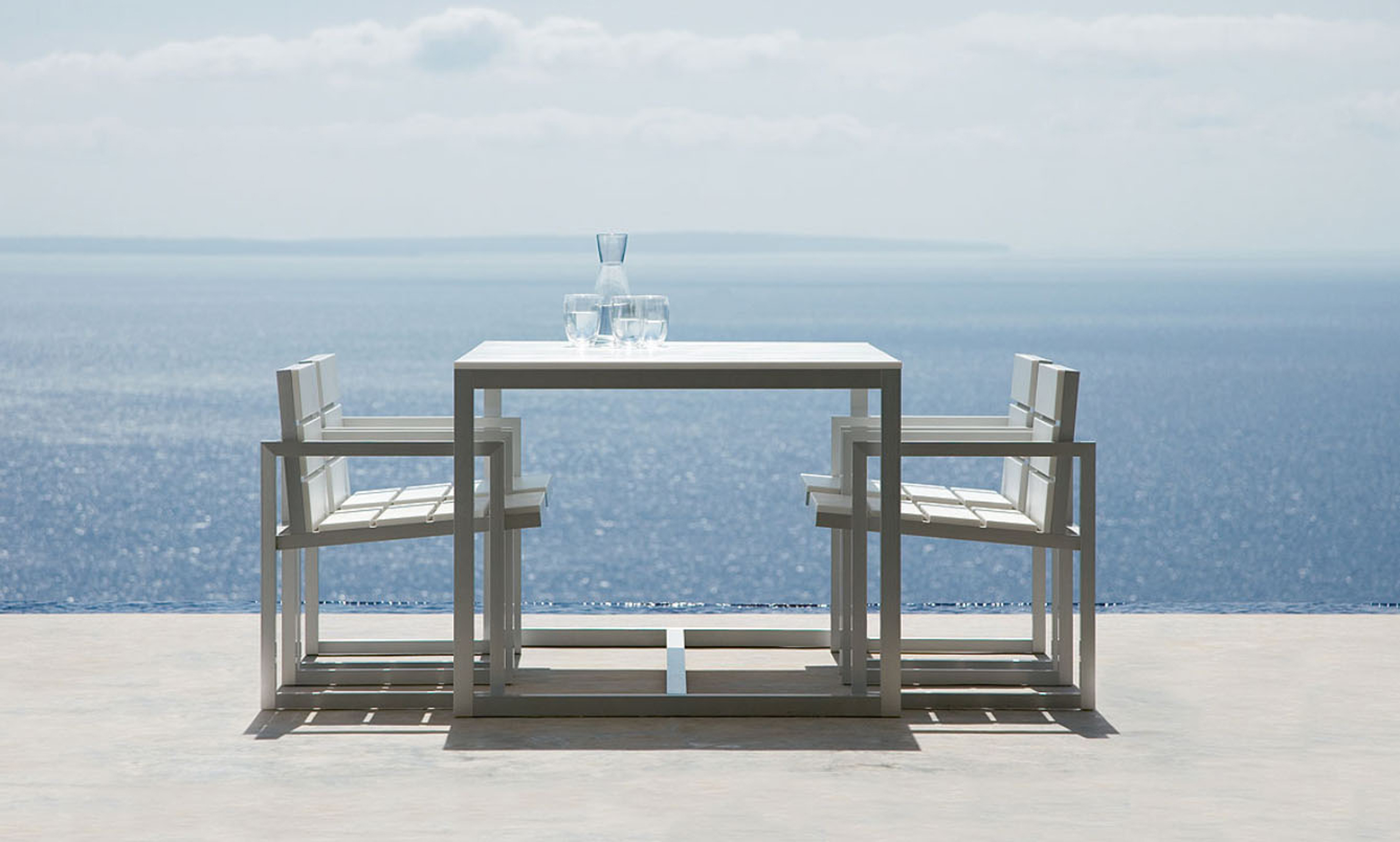 Lovely Modern Outdoor Dining Design Idea With White Dining Table With Gray Base And White Gray Armchairs Nice Modern Outdoor Dining Design Ideas (View 13 of 20)