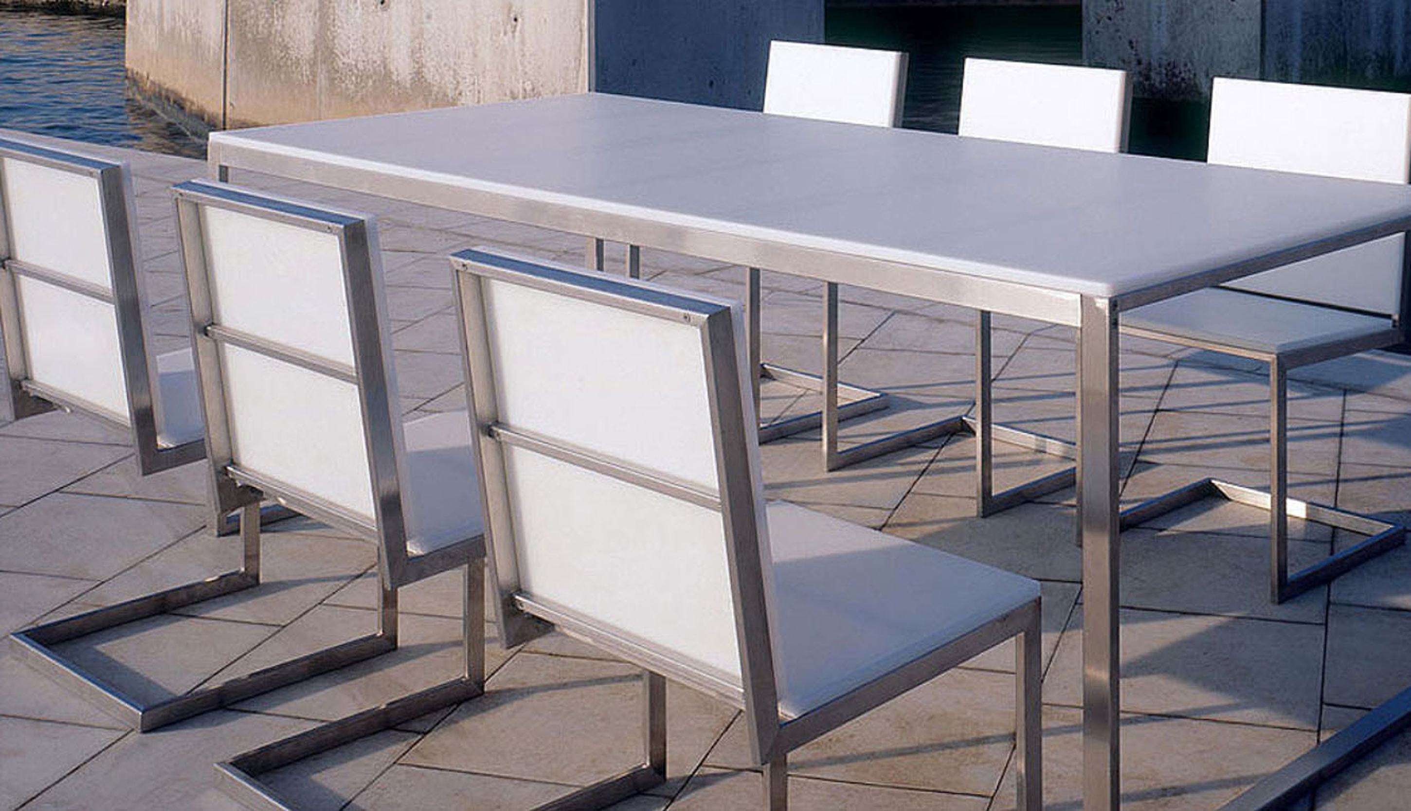 Lovely Modern Outdoor Dining Design Idea With White Dining Table With Silver Base And White Silver Chairs Nice Modern Outdoor Dining Design Ideas (View 14 of 20)