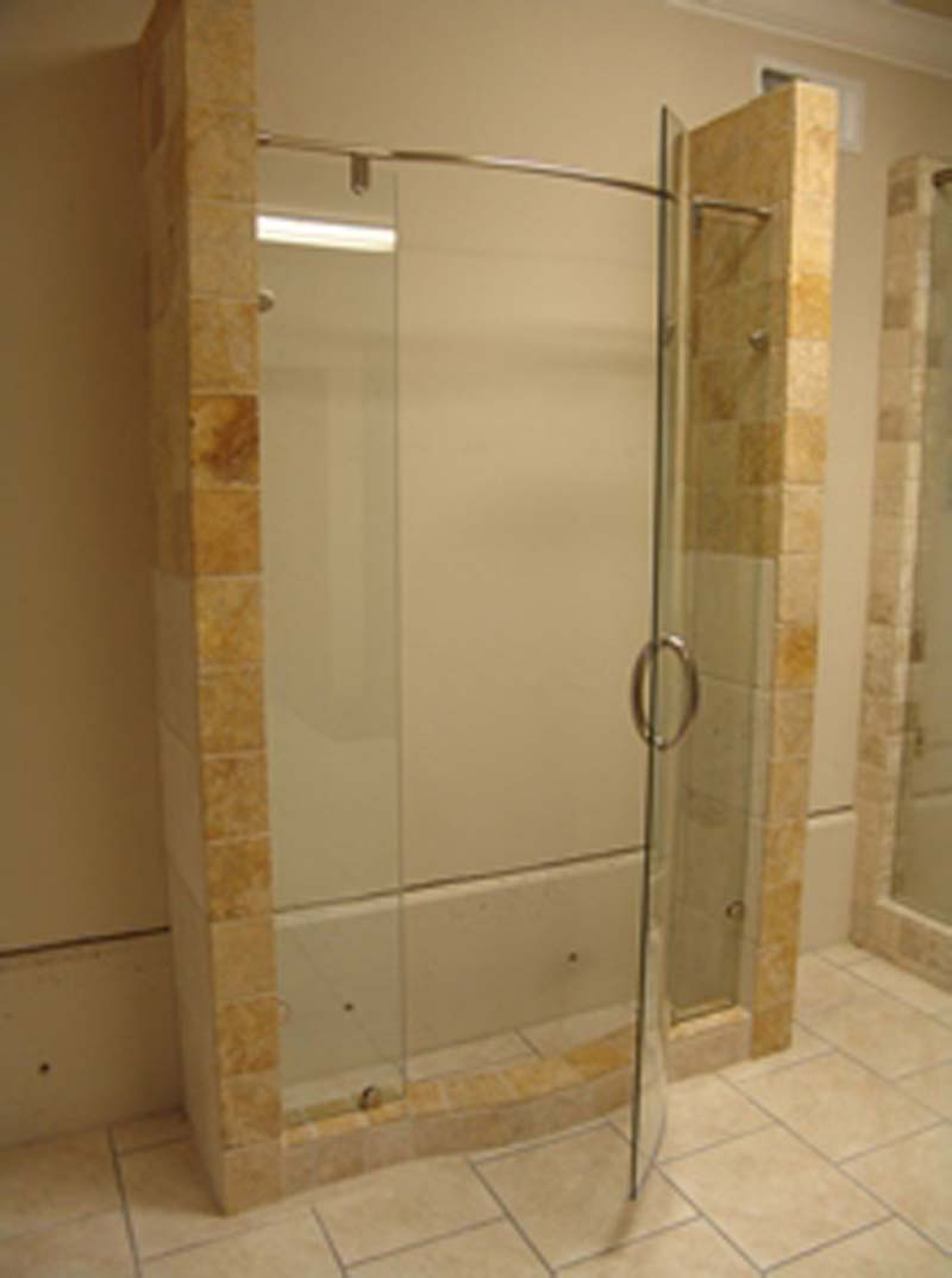 Minimalist home interior decorating ideas for 2017 for Cool shower door ideas