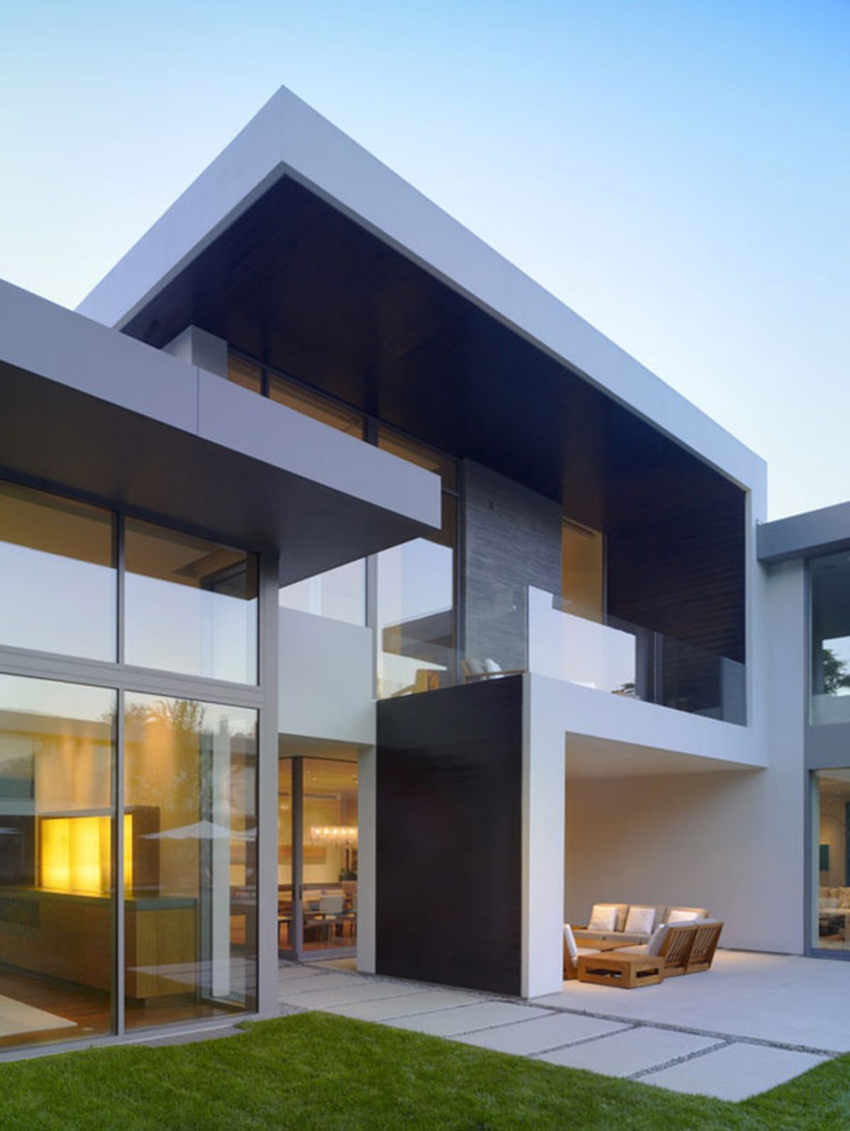 Minimalist Glasses House Exterior Design Gallery Outrial Exterior Stairs Beside Glass Walls Architecture Homes Design With Glass Walls (View 4 of 25)