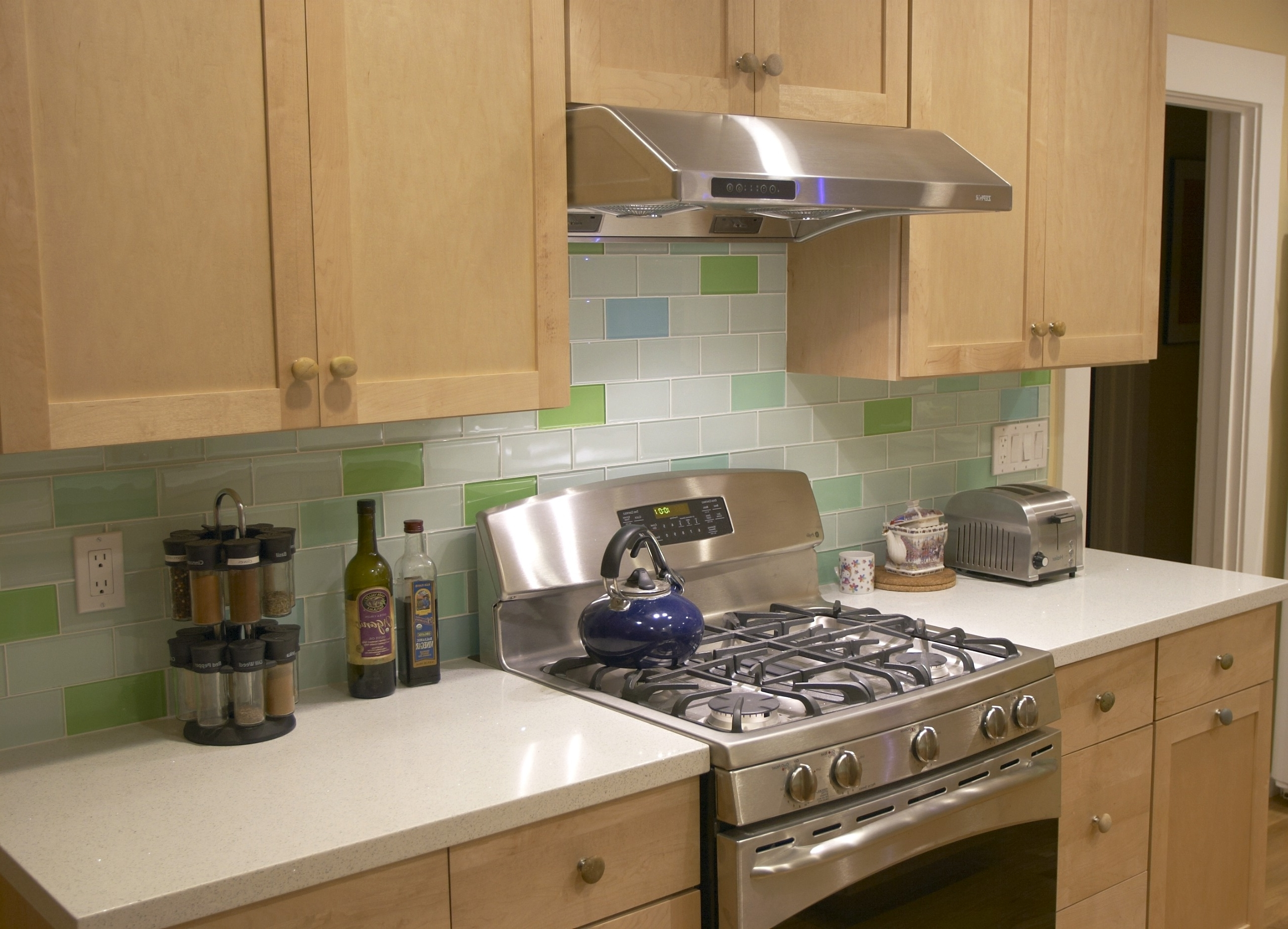 Kitchen Backsplash Tiles Kitchens Ceramic Subway Tile For Kitchen Decorations Ornament Ideas Colors Daltile Designs Best Design Idea Cloud Kitchen You Need To Subway Tile For Kitchen (Image 24 of 38)