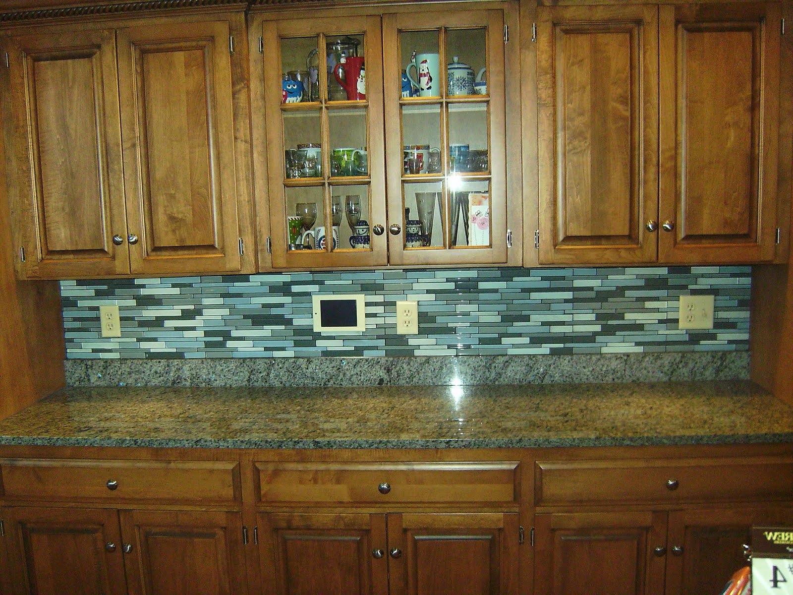 Kitchen Beauty Backsplash Countertops Ceramics Marble Floor Subway Tile For Kitchen Decorations Ornament Ideas Tiles Designs Travertine Color Mosaic Patterns Daltile Backsplashes (Image 26 of 38)