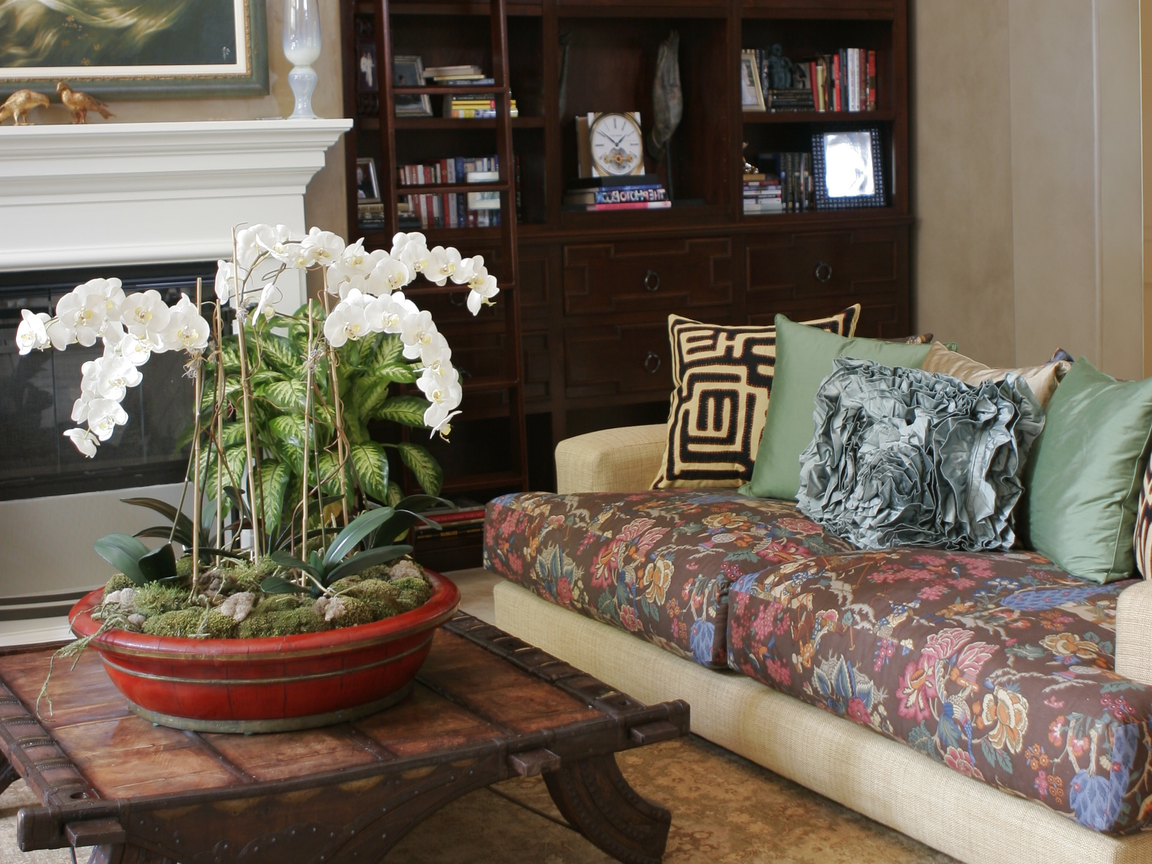 Moroccan Inspired Living Room With Floral Sofa (View 7 of 25)