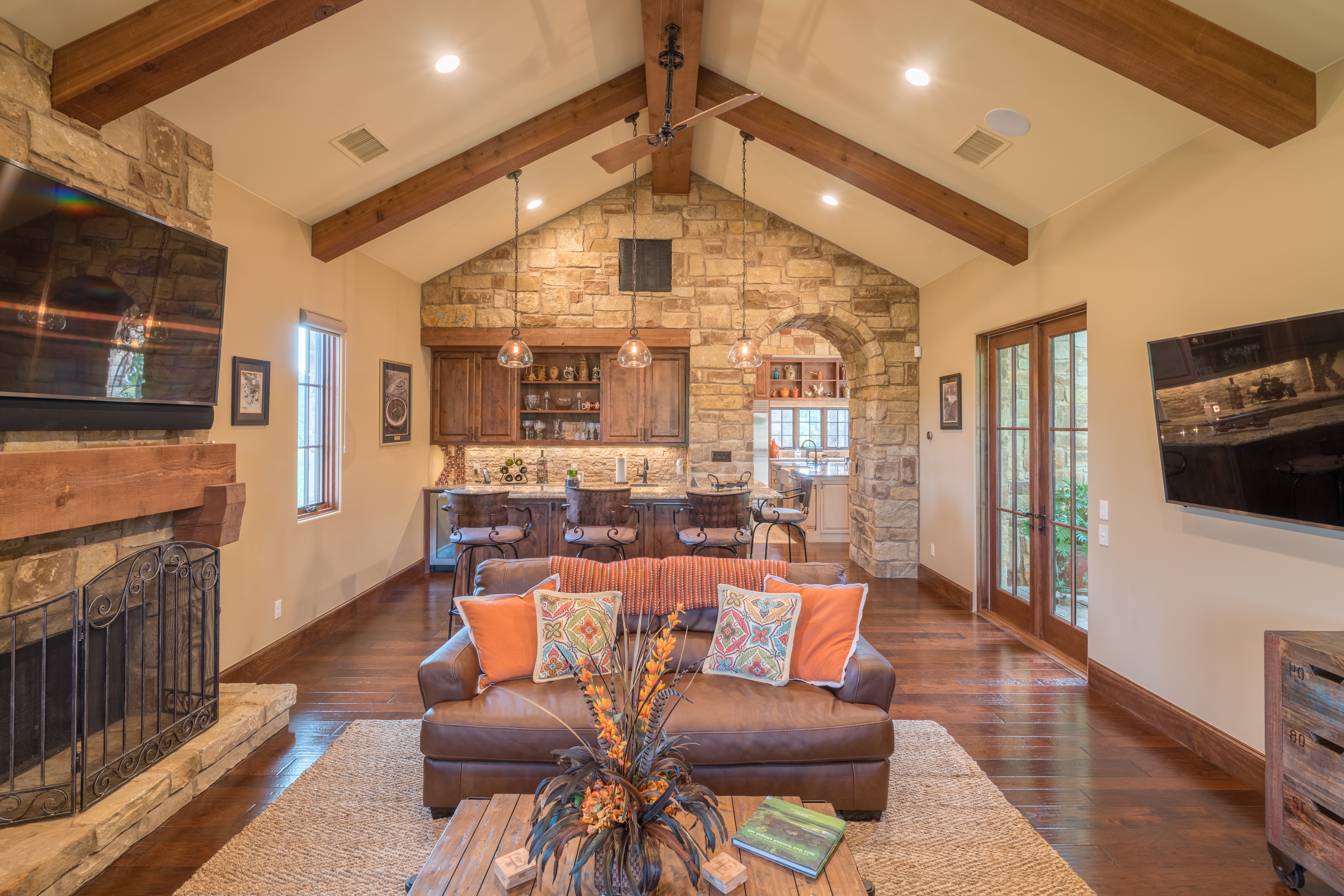 Open Plan Western Living Room And Kitchen Combo With Exposed Beam Vaulted Ceiling (View 8 of 18)
