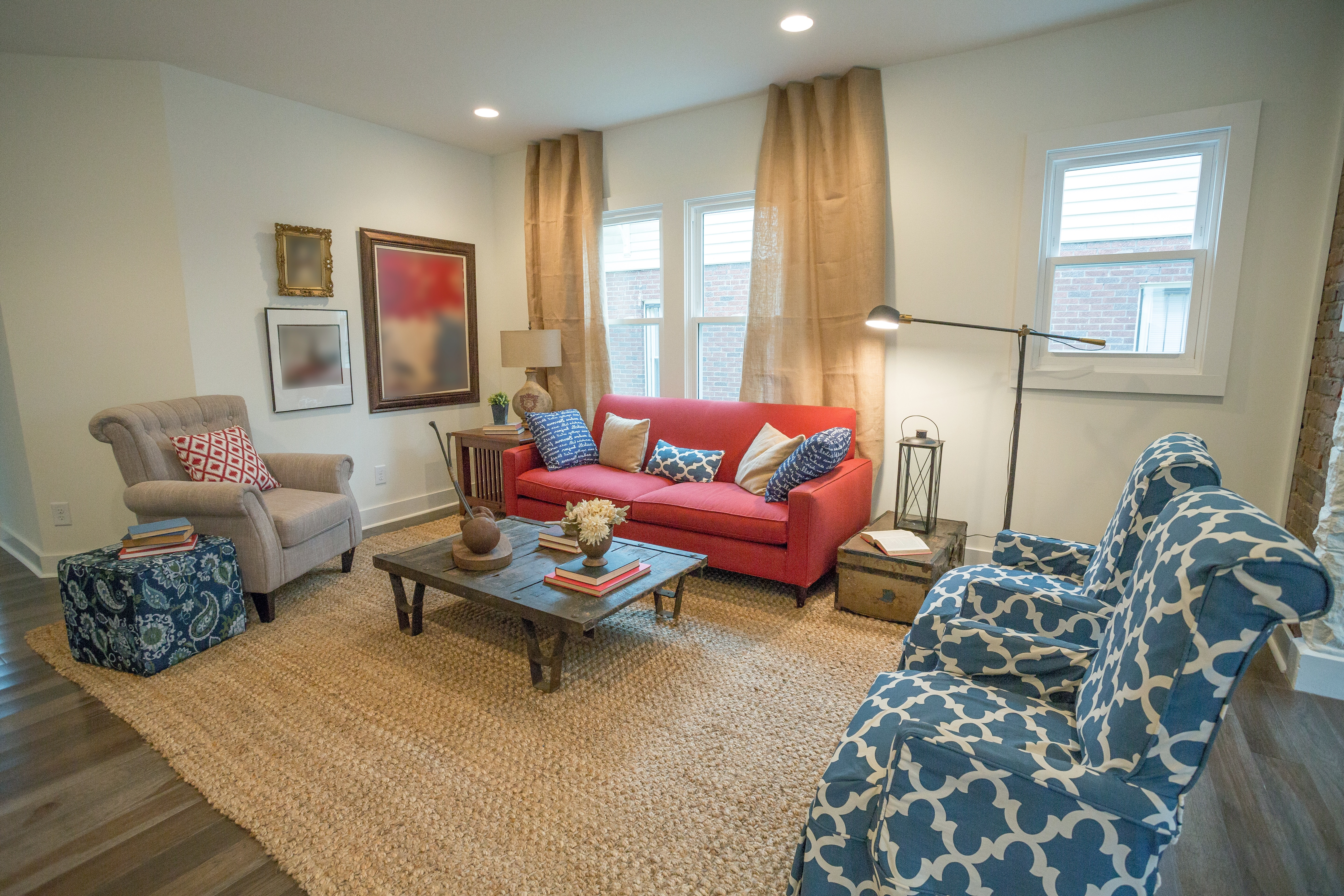 Traditional Living Room With Sisal Area Rug Floor (View 9 of 15)