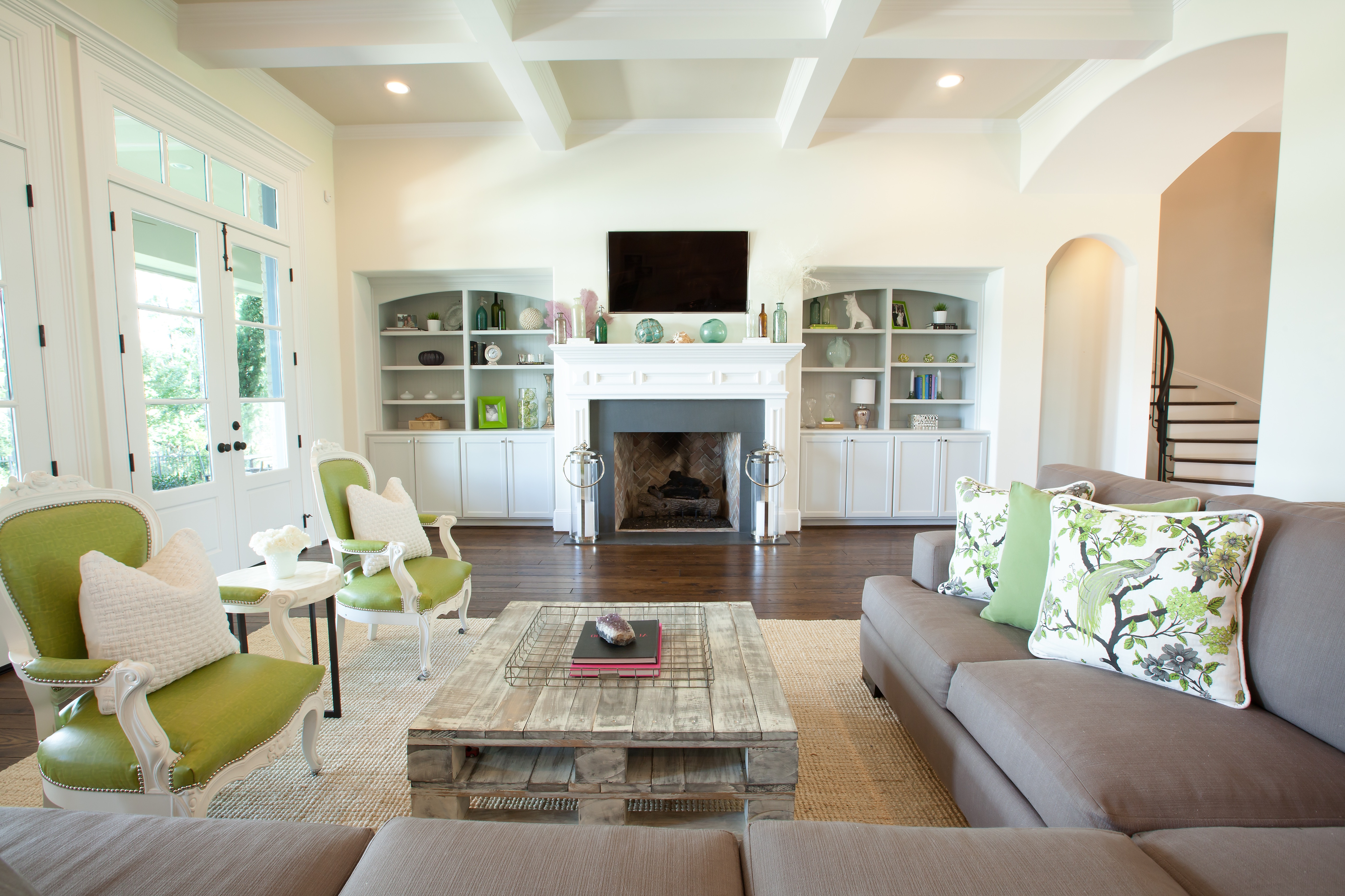 Western Living Room In Bright White Color Scheme (Image 13 of 18)