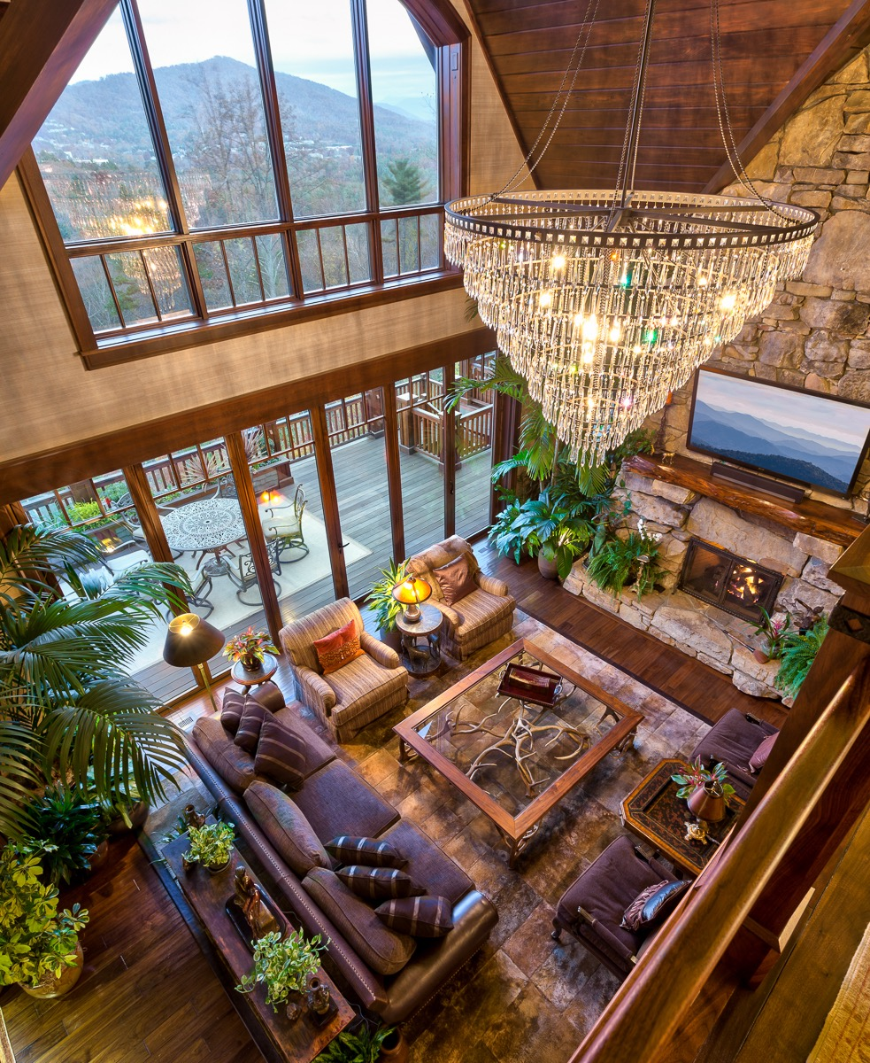 Wonderful Western Living Room Interior Living Room With Crystal Chandelier And Vaulted Ceiling (View 7 of 18)