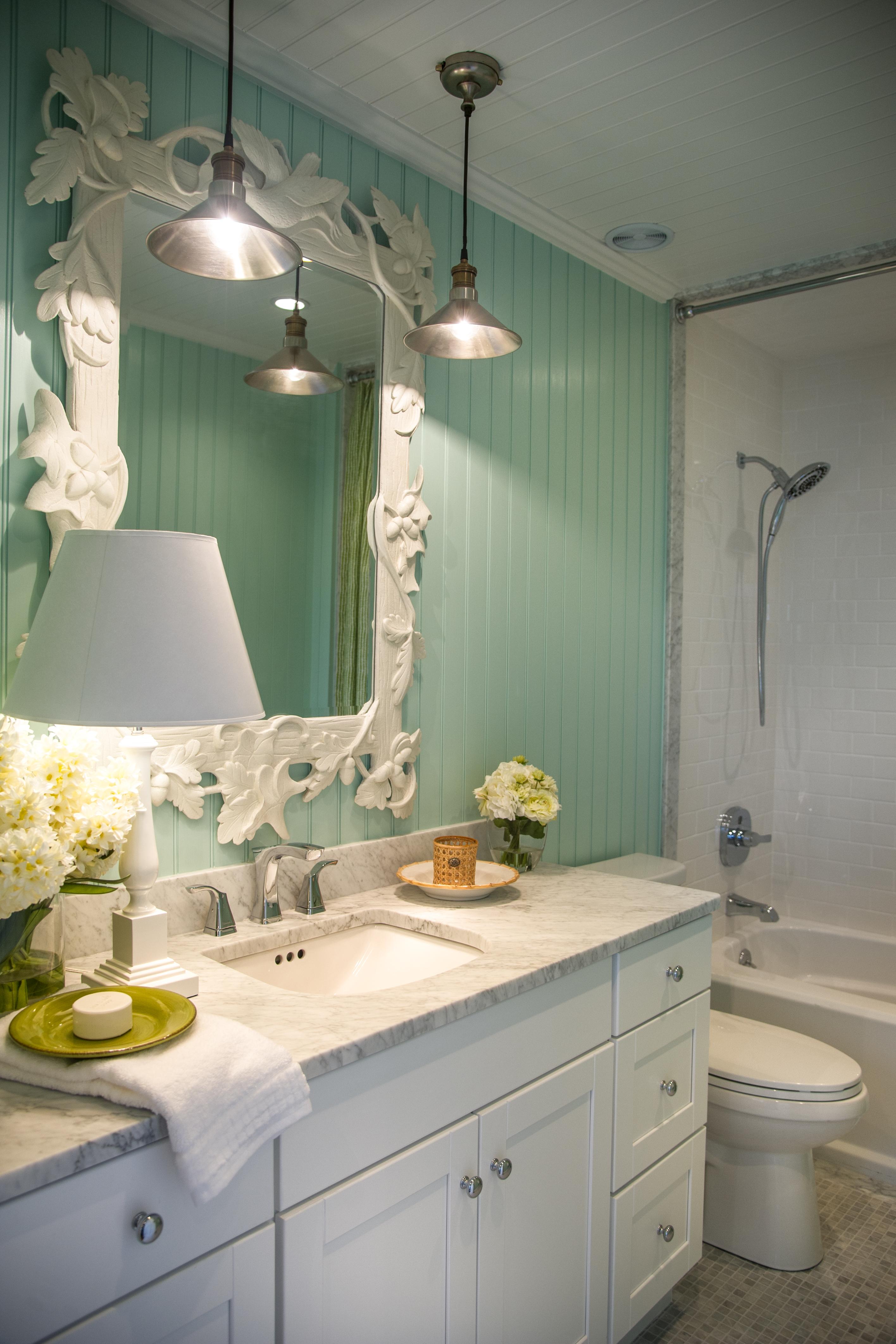 Bathroom Vanity With Minimalist Hanging Pendant Lights (View 3 of 20)