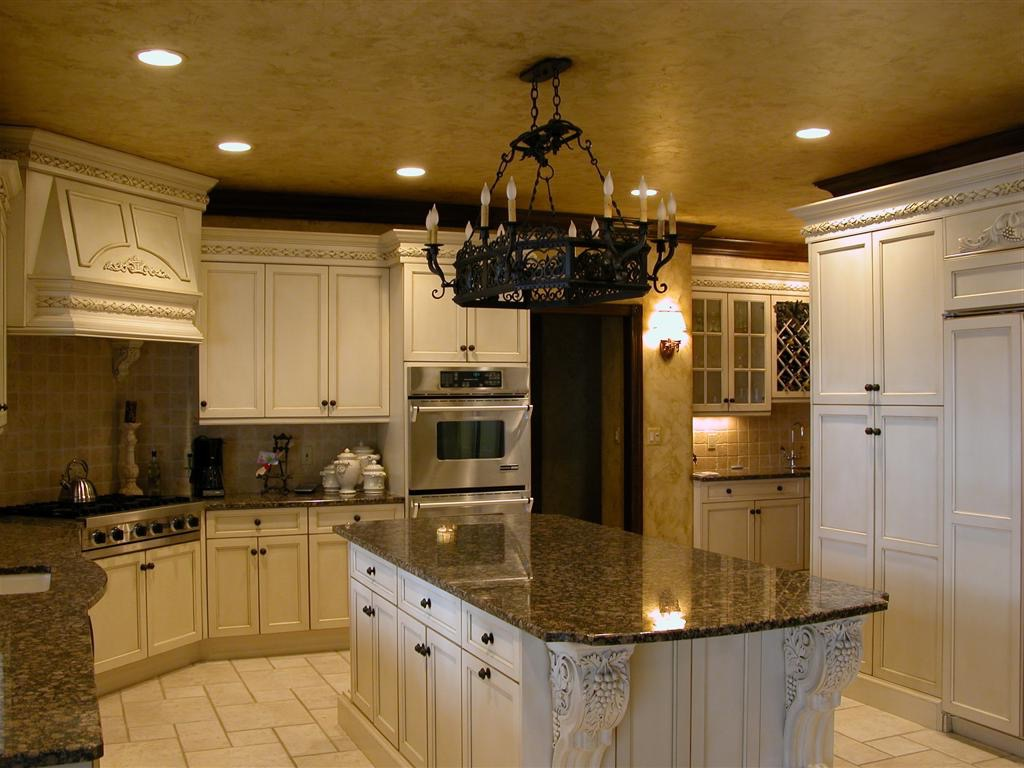 Black Chandelier For Tuscan Kitchen Interior Decor (Image 3 of 10)