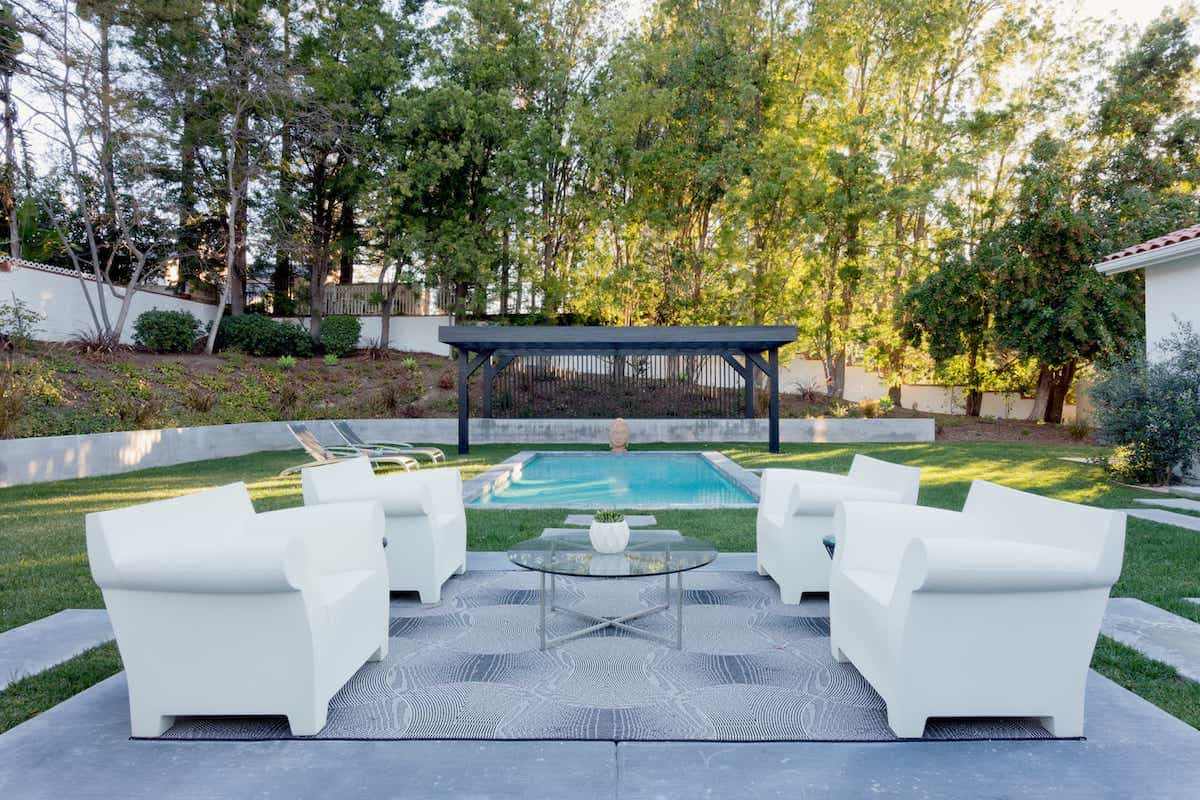 Black And White Modern Rug Backyard And Patio With Minimalist Outdoor Rug (Image 3 of 15)