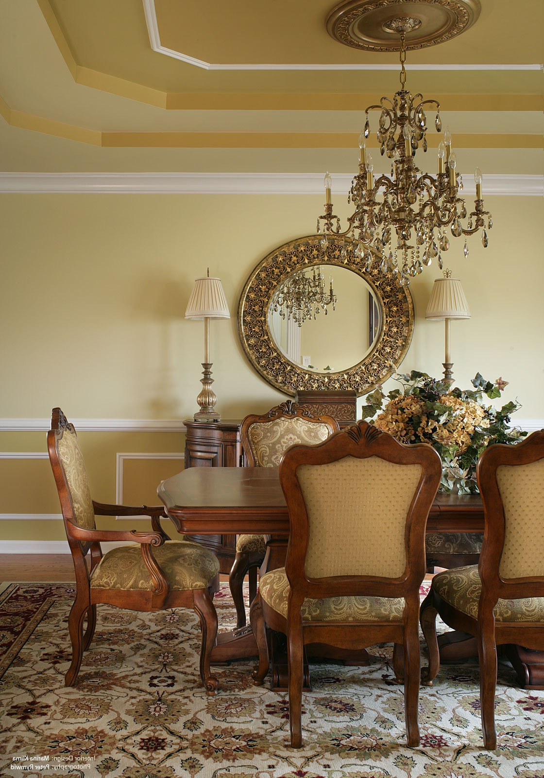 Classic Chandelier Decor For Classic Dining Room (View 9 of 15)