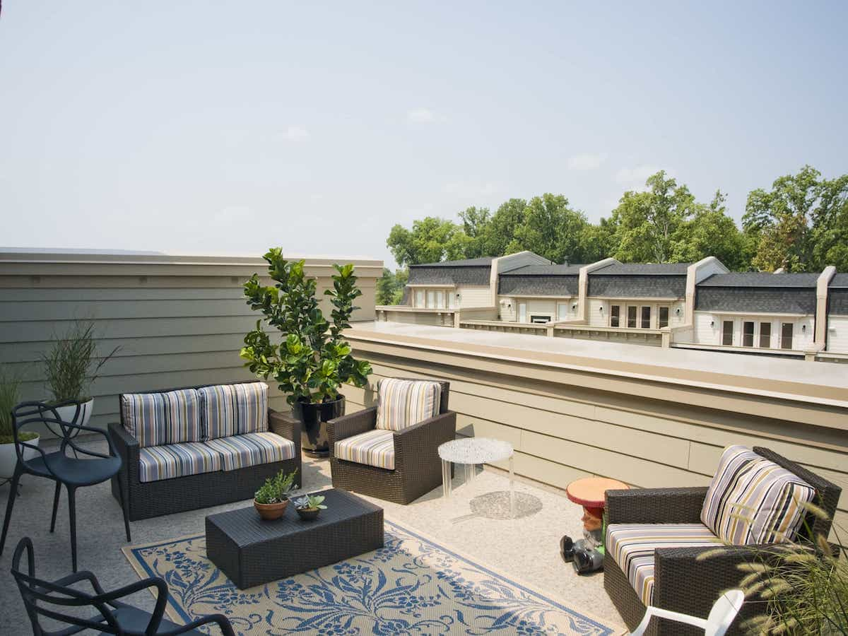 Classic Outdoor Rug For Urban Rooftop Patio With Wicker Furniture (View 15 of 15)