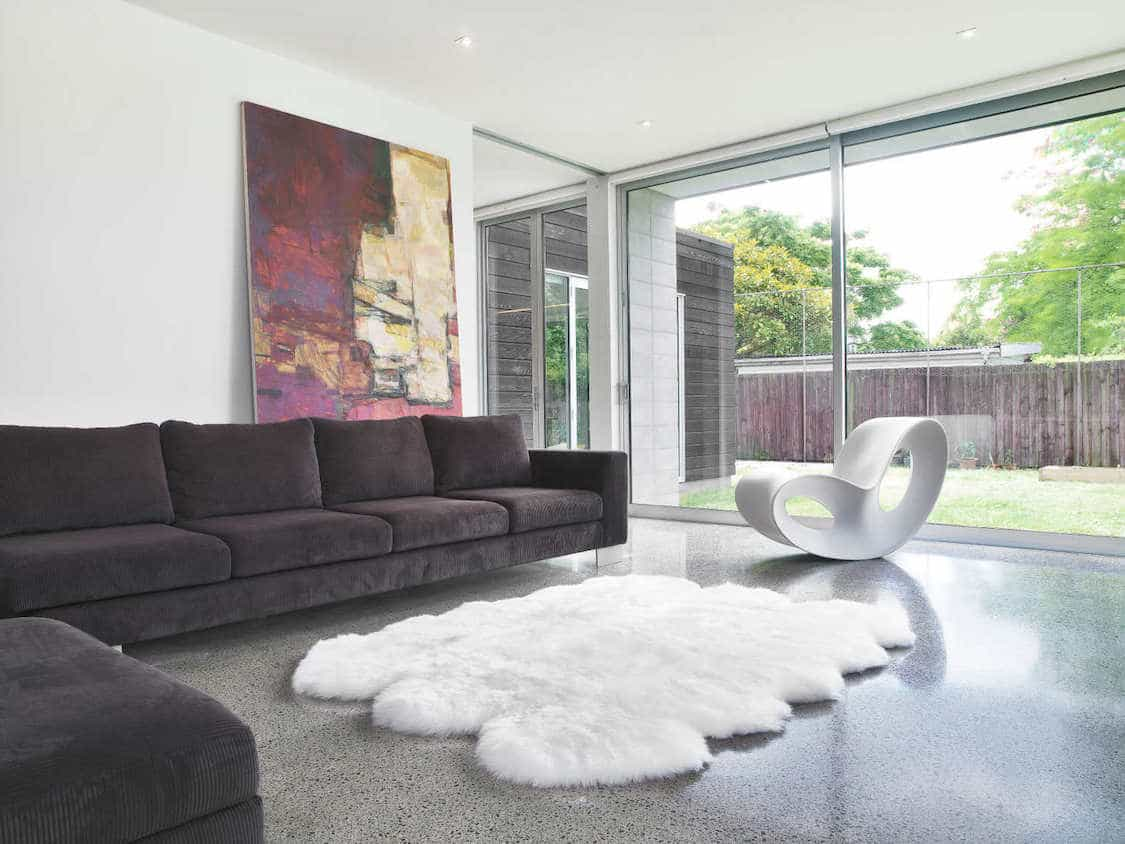 Featured Image of 15 Ideas To Decorate With A Sheepskin Rug