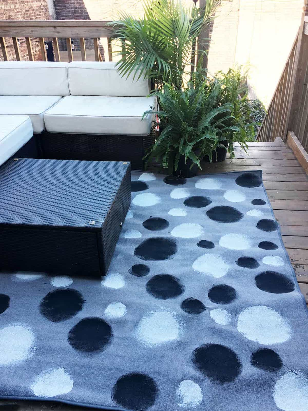 DIY Outdoor Rug With Painted Black And White Dots (View 6 of 15)