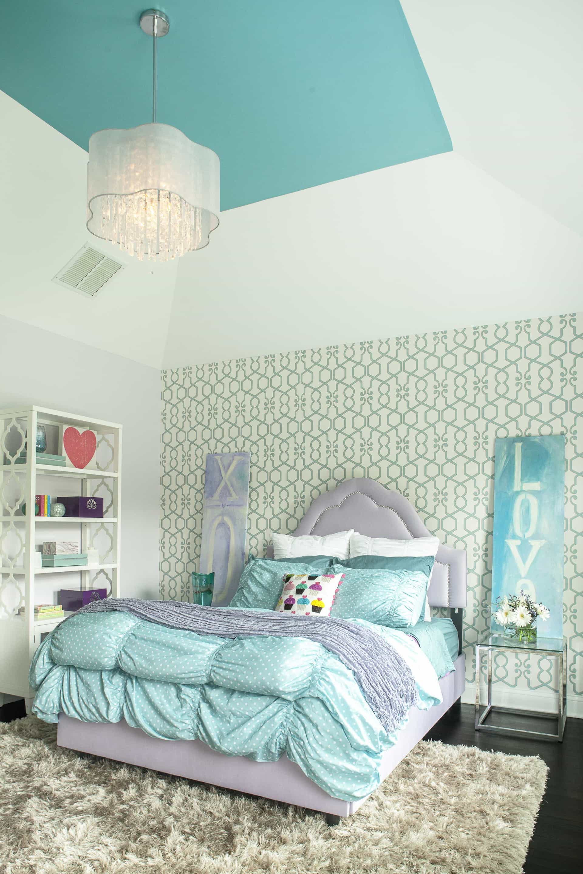 Glamorous Girls Bedroom With Flokati Rug And Patterned Accent Wall (Image 5 of 10)