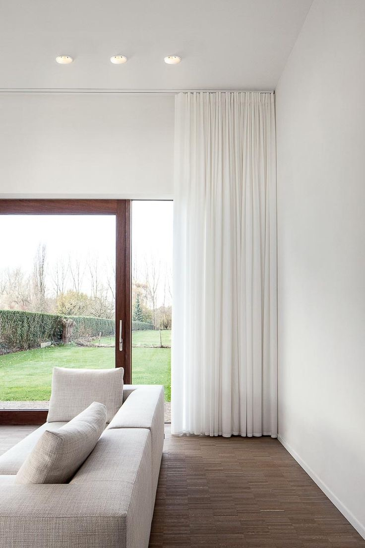 Minimalist Living Room With Minimalist White Sheer Curtain (View 8 of 12)