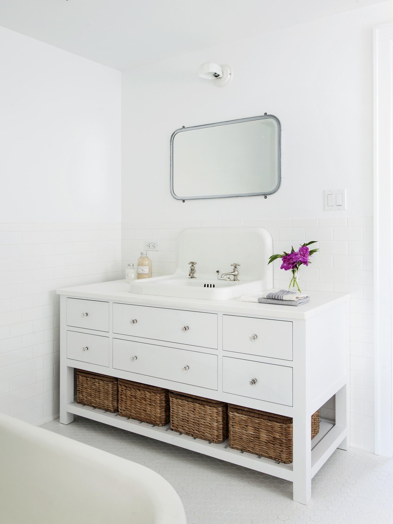 Minimalist White Bathroom Vanity Storage (Image 10 of 20)