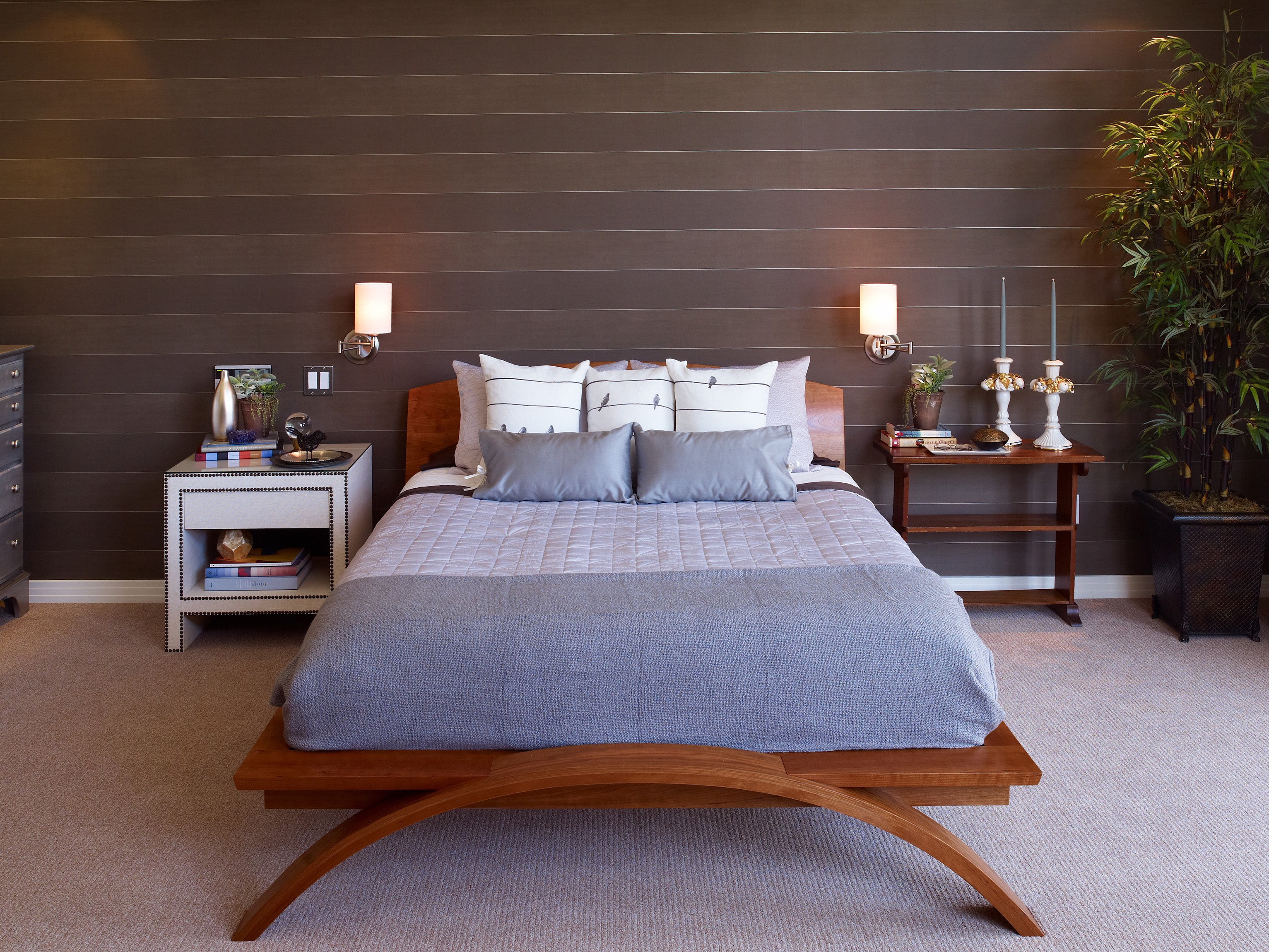 Modern Bedroom With Minimalist Wall Lamp (View 3 of 13)