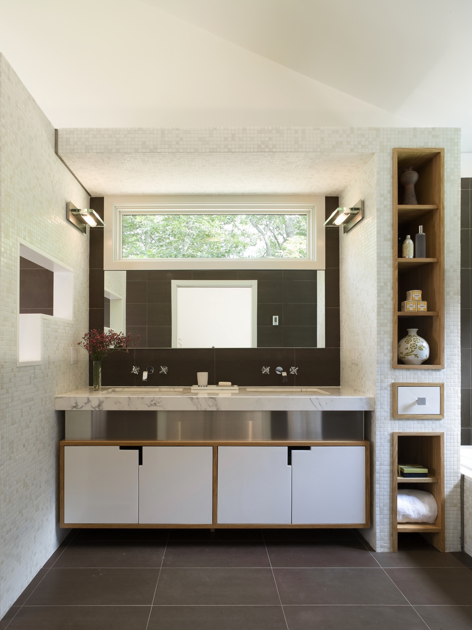 Modern Sleek Bathroom Storage Tower (Image 13 of 20)