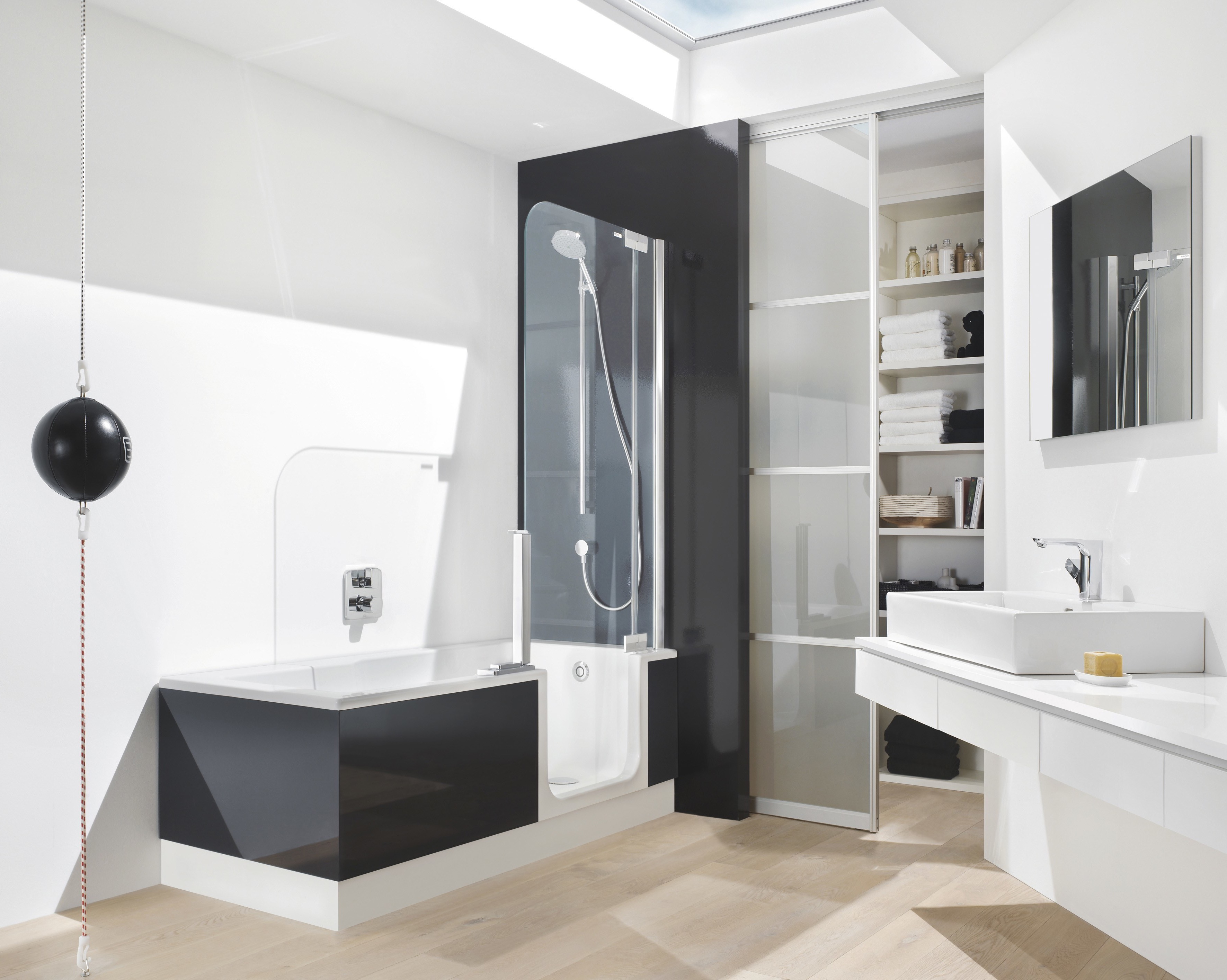Modern Walk In Tubs And Shower Design (Image 10 of 15)