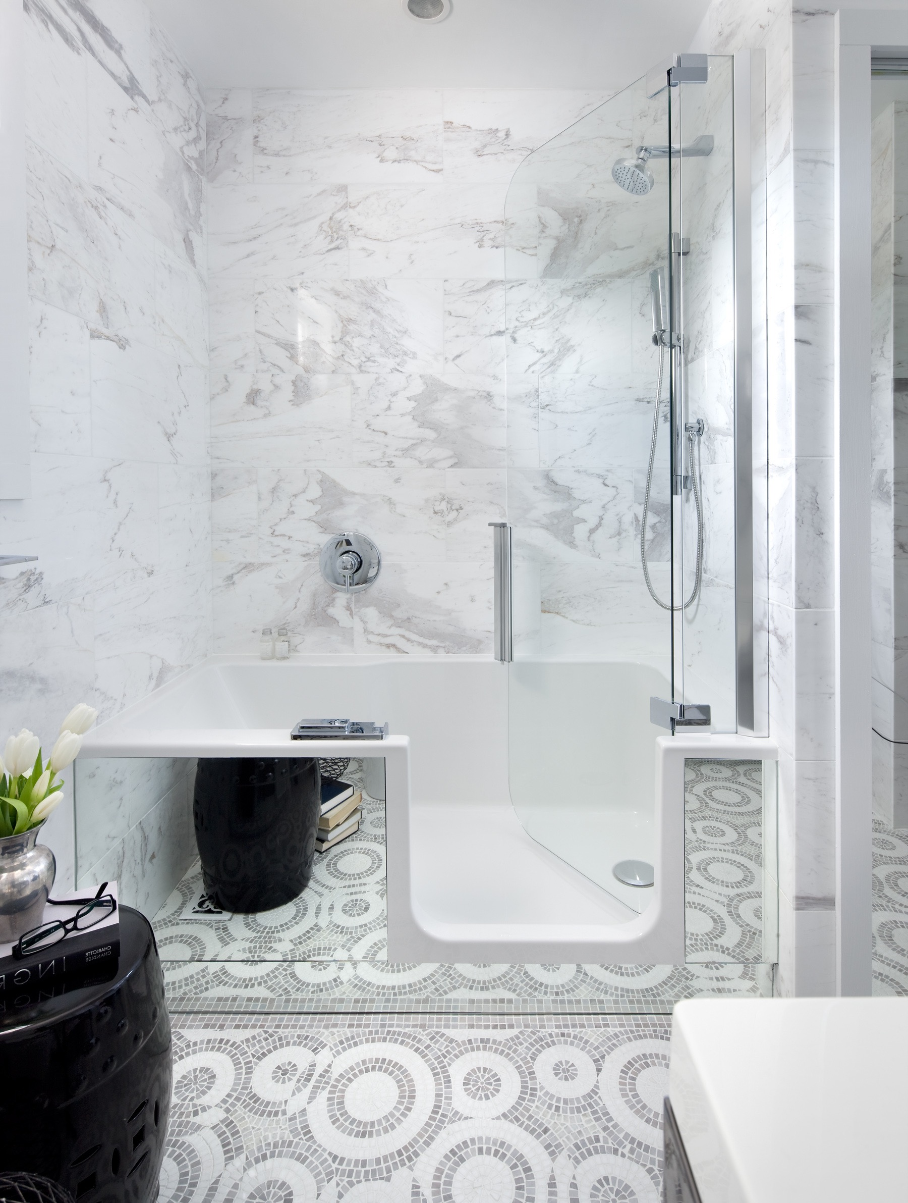 Modern Walk In Tubs And Shower With Marble Wall (View 11 of 15)