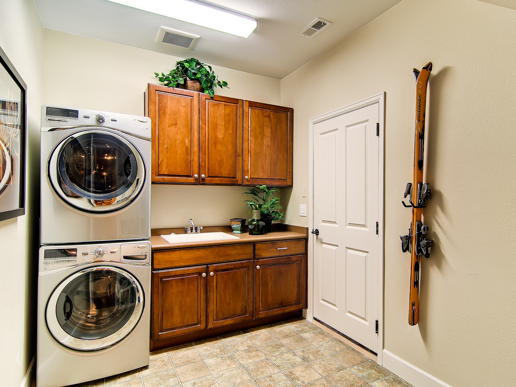Wooden Laundry Room Storages Cabinet (View 13 of 20)