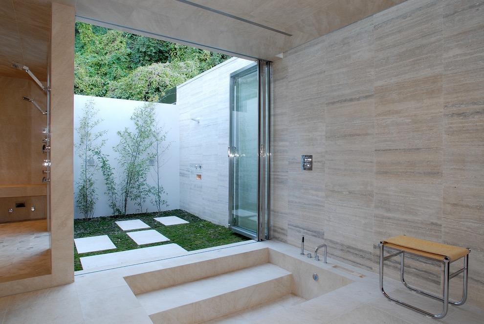 Modern Minimalist Bathroom With Doorless Walk In Tubs Design (Image 7 of 15)