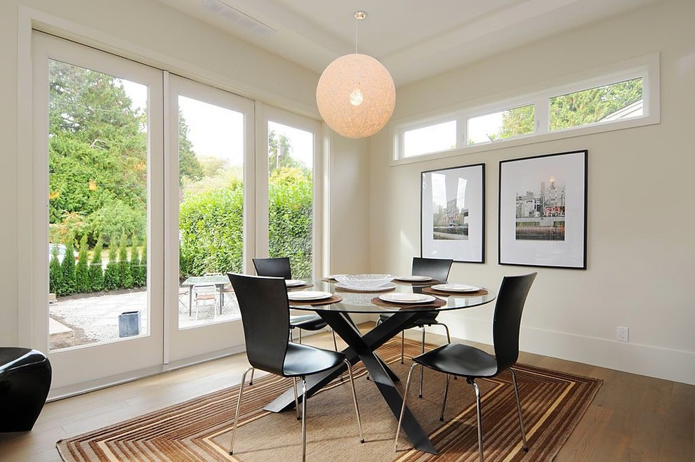 Modern Small Dining Room Decor With Brown Rugs (View 7 of 10)