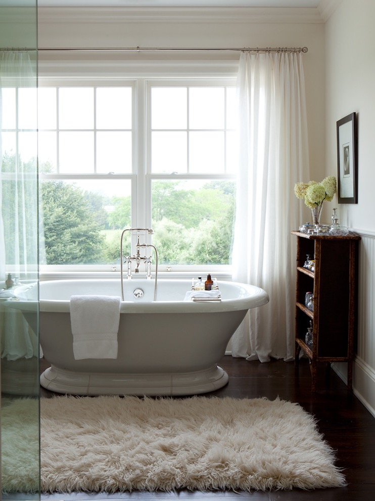 White Shag Rug Decor For Classic Modern Bathroom (Image 15 of 15)