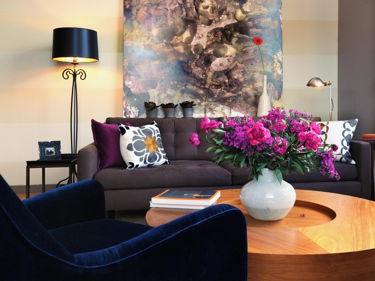21 Different Style To Decorate Home With Blue Velvet Sofa Inside Dark Blue Sofas (View 8 of 20)
