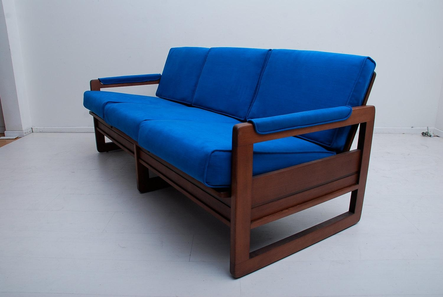 24 Simple Wooden Sofa To Use In Your Home | Keribrownhomes In Blue Sofa Chairs (Image 1 of 20)