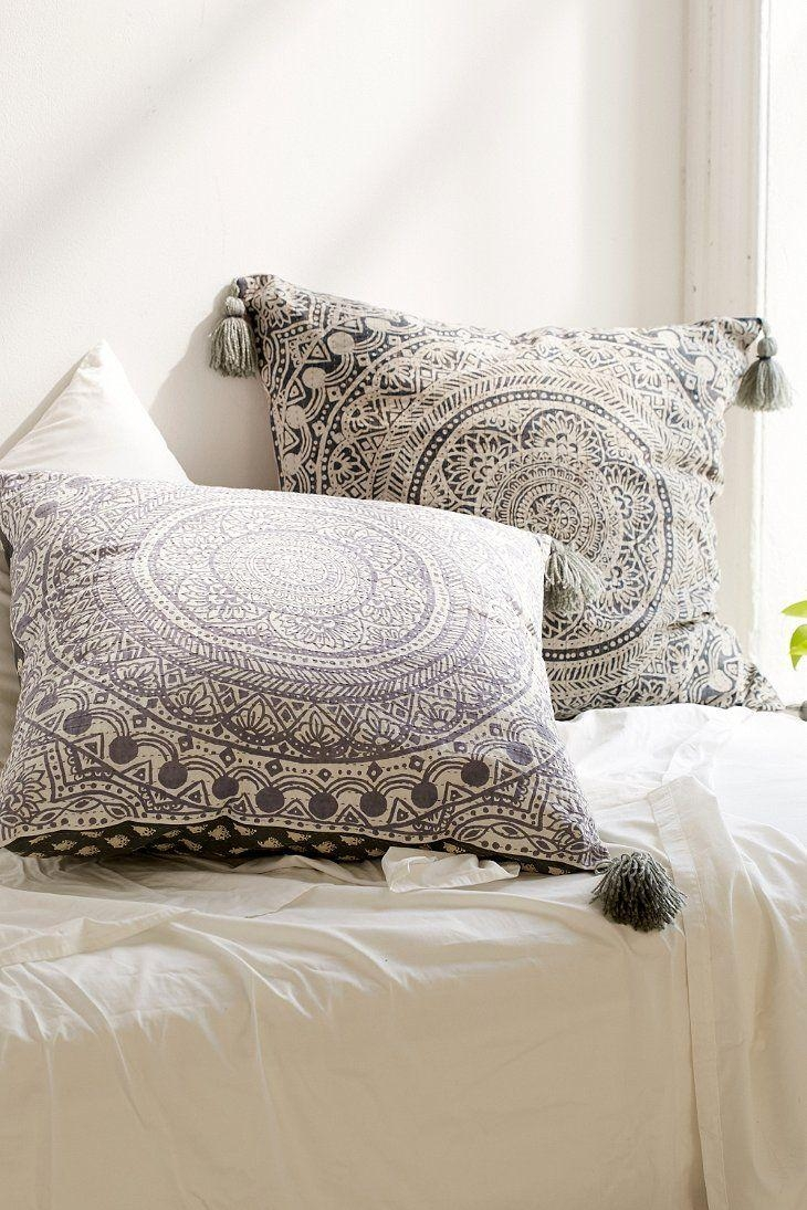 Best 25+ Oversized Pillows Ideas On Pinterest | Oversized Living Regarding Oversized Sofa Pillows (View 7 of 20)
