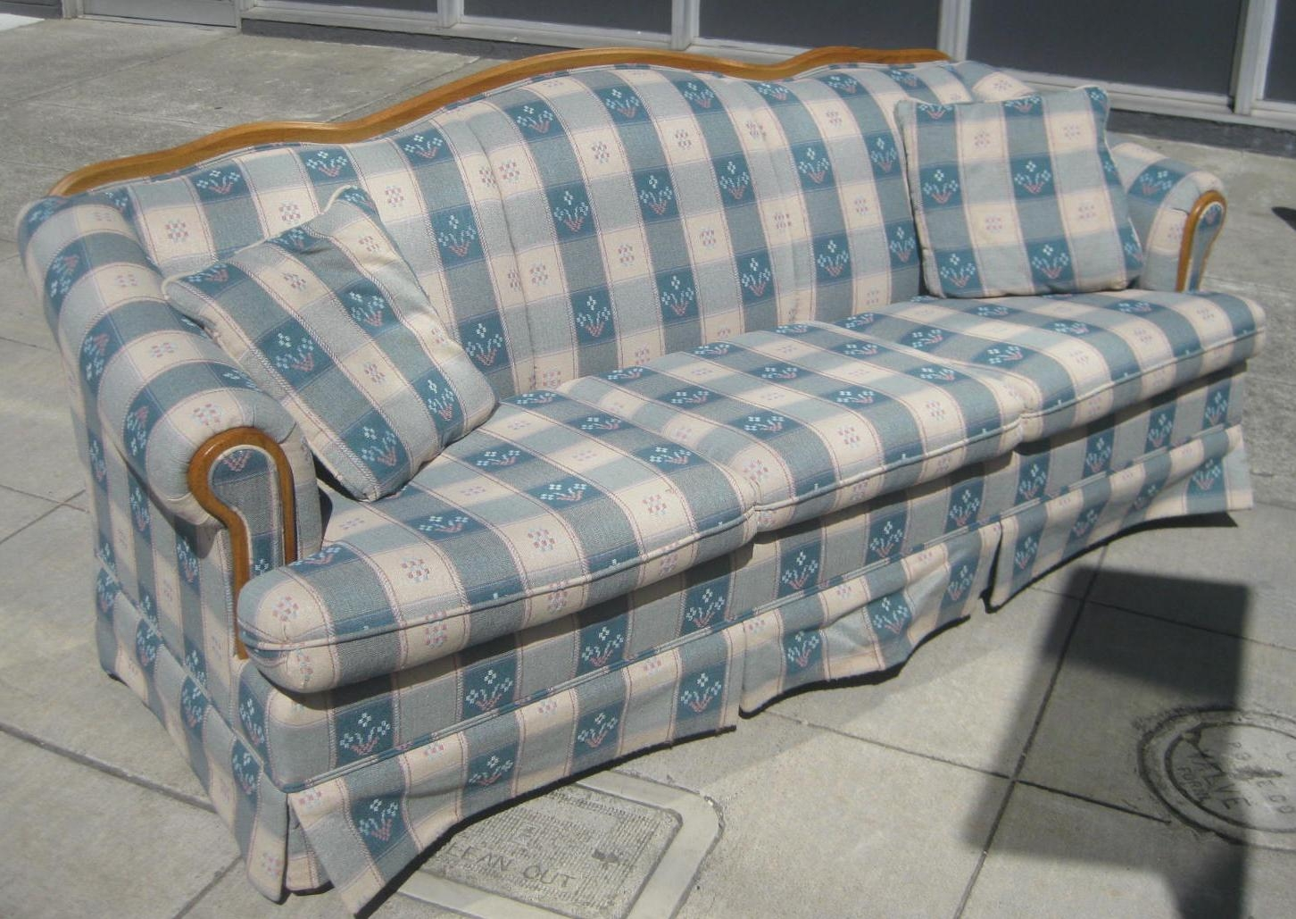 Featured Image of Blue Plaid Sofas